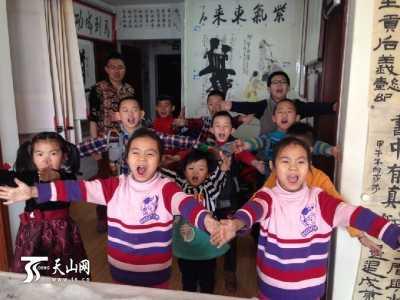 新疆库尔勒双胞胎姐妹热衷演说 新疆双胞胎姐妹